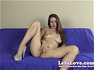 unexperienced striptease with lots of feet and toes closeups
