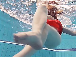 crimson clothed teenager swimming with her eyes opened