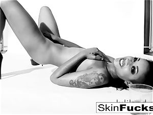 skin Diamond frolicking with her humid cunt