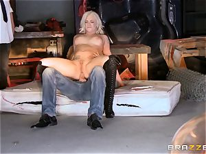 blonde Bailey Blue caught and porked