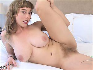 Vestacia fingers her naughty bush