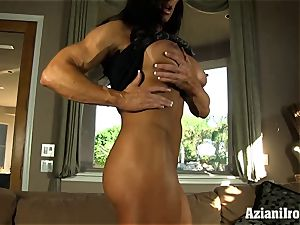 Muscle roped mummy uses her glass dildo till she jizzes