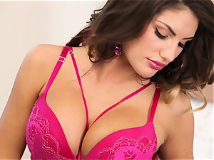 August Ames seduction of a perfect honeypot