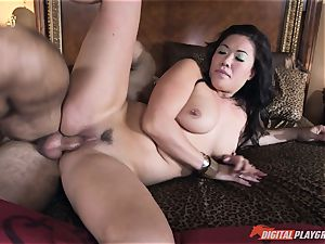 London Keyes fucked in her delicious vagina pudding by the anchor guy