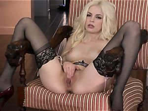 jaw-dropping Bree Daniels likes teasing her sugary-sweet humid slot