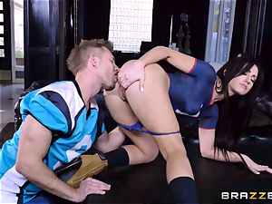 Frustrated Jennifer milky rides Bill Bailey for a sizzling facial