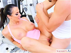 Reagan Foxx finds a enormous hard-on to ride in the gym
