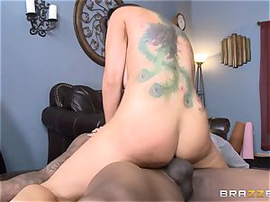 Romi Rain romps her scorching black trainer in front of her boy