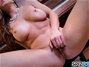 warm fingerblasting cunny act with the stunning dark haired Abigail Mac