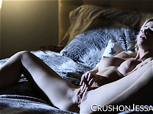CrushGirls - Jessa Rhodes drains in bed
