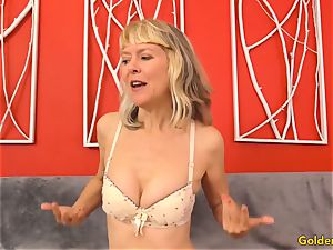 Mature fingers Her cooch and Receives a boning