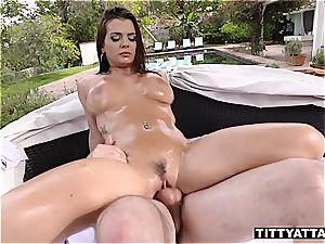 Keisha Grey bounces her oily boobs