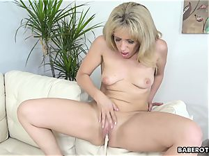 superb looking towheaded milf Stevie Lix toys her snatch solo