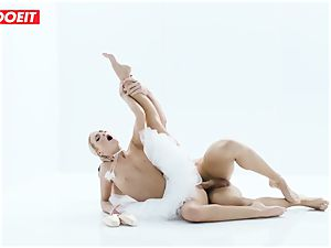 Czech ballerina opens up before powerful orgy with paramour